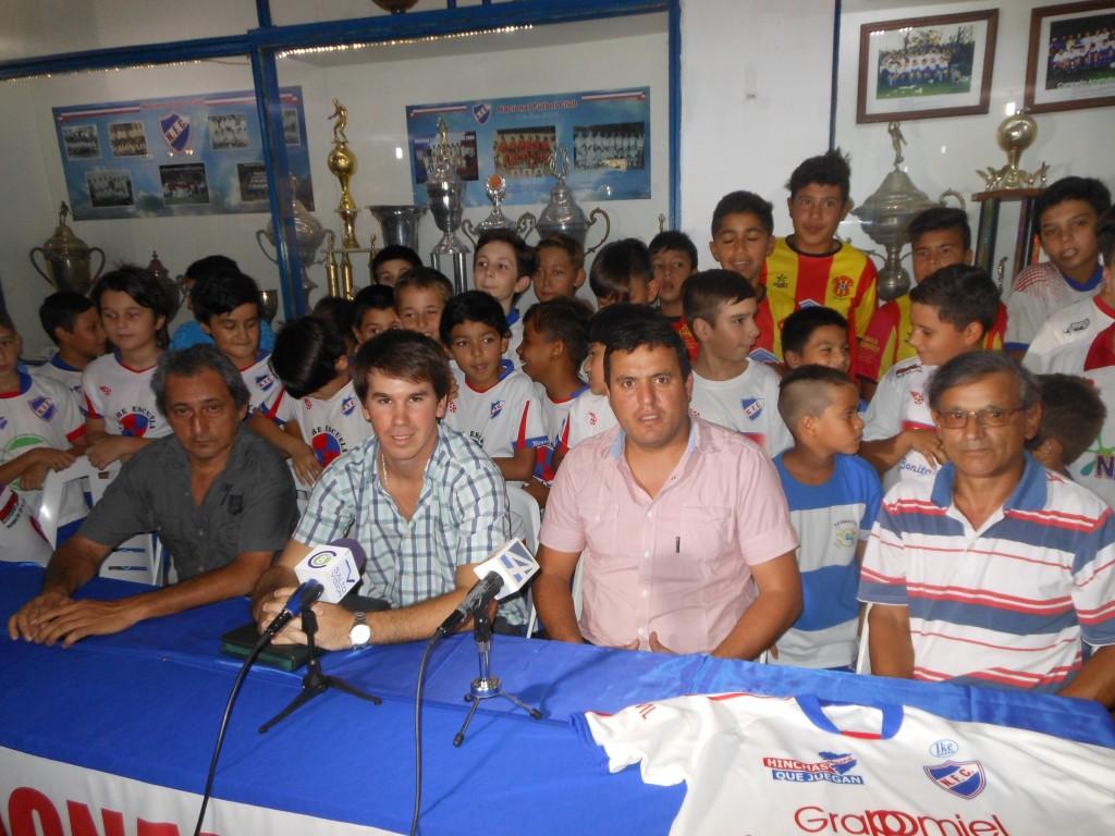 Germán Fernández, Francisco Cano, Cristian Pintos y Luis Motta en la presentación de la Copa Ciudad de Salto en la sede de Nacional FC.