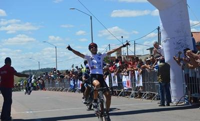 Eric  Fagúndez llegó primero a Melo ayer por la cuarta etapa de Rutas de América