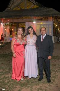 Camila junto a sus padres Karina Lura, Michello