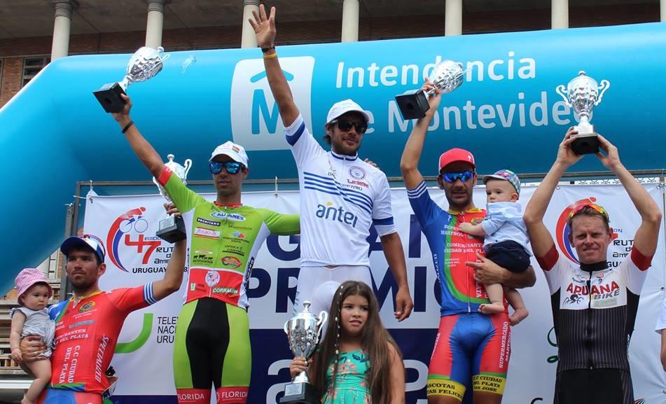 Matías Presa en lo más alto del podio final de la edición 2018 de Rutas de América.