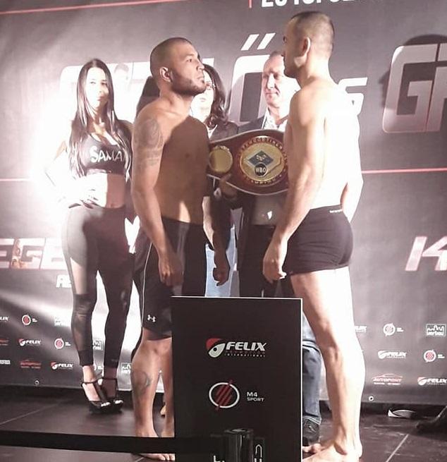 El boxeador salteño Rafael Sosa Pintos ayer cara a cara ante  el serbio Isufi en el pesaje previo al combate de hoy en Hungría