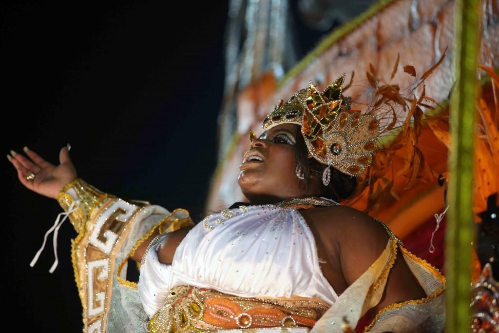 RÍO DE JANEIRO (BRASIL), 13/02/2017.- Jo Jo Todynho, una cantante de Funk brasilena durante desfile del Grupo Especial de la escuela de samba Beija Flor, hoy, martes 12 de febrero de 2018, en la celebración del carnaval en el sambódromo de Marques de Sapucaí en Río de Janeiro (Brasil). EFE/ Marcelo Sayão