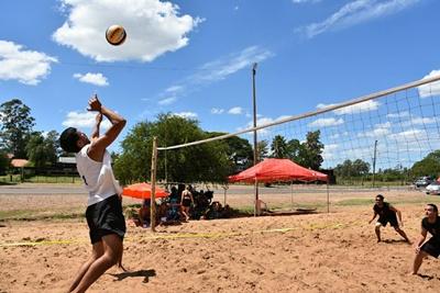 El voleibol tuvo su lugar en la Fiesta de la Costa con dos torneos que fueron dominados por los sanduceros.