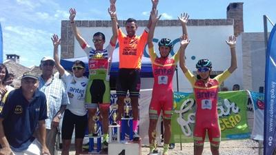 El podio del Segundo Tour Carmelitano con Nahuel Alarcón en lo más alto del mismo
