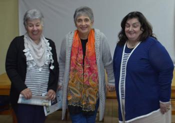 Mirta Souto, directora  de la biblioteca, María Luisa de Francesco y Adriana Martínez