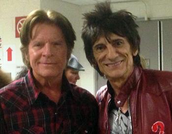 Junto a Ronnie Wood, de los Stones. 4