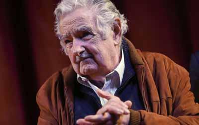 Senadores uruguayos se despiden de Mujica tras su renuncia a la Cámara Alta