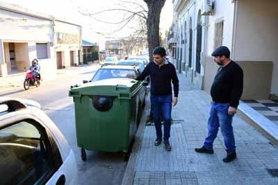 05-09-18 - Contenedores en Calle Rivera 03