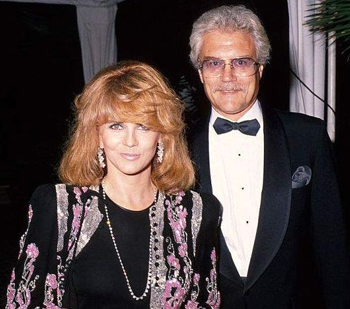 Con su esposa Ann-Margret, 1988. 5