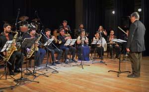 Orquesta con su director Sergio Mena