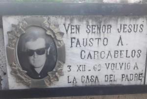 Fausto Carcabelos, placa en el Cementerio Central