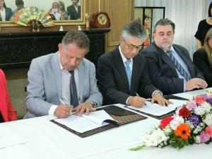 BellaUnión autoridades firman donaciòn