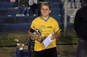 Jéssica recibiendo el premio a la mejor jugadora del año