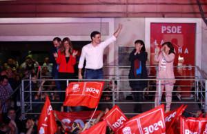 RESULTADOS ELECCIONES GRAF217. MADRID, 29/04/2019.- El candidato a la presidencia del Gobierno por el PSOE, Pedro Sánchez (c), durante su valoración de los resultados electorales en la sede socialista en la Calle Ferraz de Madrid. EFE/JuanJo Martín.