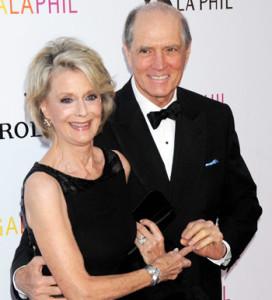 Junto a su última esposa, Constance Towers, 2009