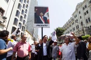 Partidarios y familia del expresidente peruano Alan García asisten a su velorio
