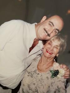 Rodrigo Goñi con su madre