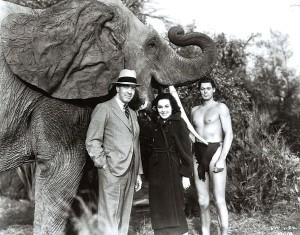 Edgar junto a Maureen O'Sullivan, Jane, y Johnny Weissmuller, Tarzán. 2