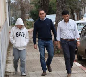 Carlos Albisu: El dirigente blanco llegó a votar ayer en la Escuela de Administración por la mañana junto a su hijo y uno de sus  colaboradores