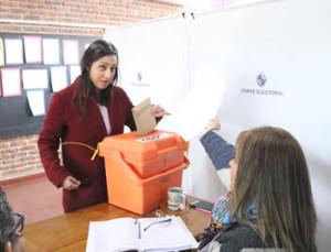 La diputada Manuela Mutti: del MPP, votó en la Escuela Nº105