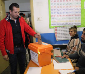 Pablo Perna concurrió con una importante delegación a las urnas de la Escuela Nº1 al mediodía