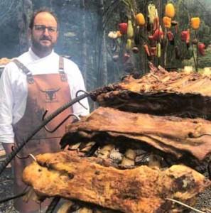 La edición binacional del tradicional 'A Ferro e Fogo' reunirá a reconocidos chefs y asadores de Uruguay y Brasil, junto con el chef brasileño Marcos Livi. / A Ferro e Fogo - Divulgación