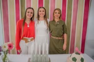 Fiorella con su hermana Antonella y su mamá Beatriz Bisio
