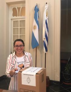 En el Consulado Argentino votaron decenas de personas