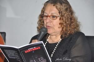 Bernarda leyendo uno de sus poemas del libro Ventana