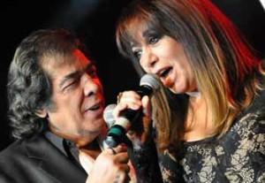 En pleno show, Cacho Castaña a coro con Adriana Varela
