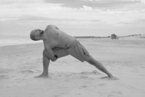 Alejandro Fernández en pleno ejercicio de respiración y meditación