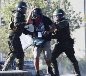 Ni el calor ni la Navidad sofocan las protestas de los viernes en Chile