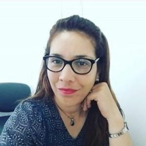 Es docente de Filosofía egresada del IPA. Nació y se crió en el barrio Parque Solari. Laura Nicola (44) tiene una destacada trayectoria como docente en el Instituto CERP Salto. En la actualidad se está formando como Licenciada en Trabajo Social en CENUR Litoral