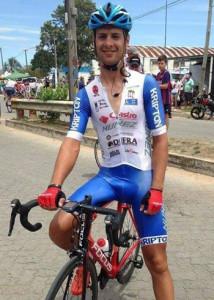 El ciclista salteño ganó ayer la tercera etapas de Rutas  de América en Durazno y quedó a dos segundos del líder  Pablo Anchieri en la general