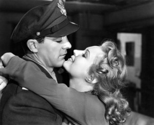 Junto a Virginia Mayo, The best years of our lives, 1946