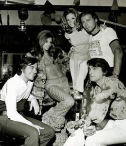 Marcel, primero a la izquierda con elenco de Así es Buenos Aires, 1971.