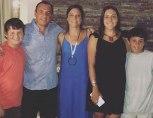 Natalia junto a su familia
