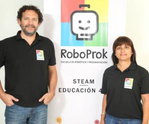 Prof. Alejandro Martínez y Prof. Lucía Medina de RoboProk.