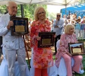Silvia, a la derecha, y sus dos hermanos