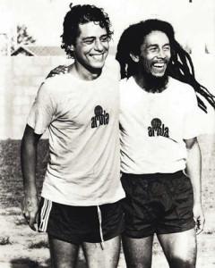 Chico Buarque y Bob Marley, en práctica de fútbol.