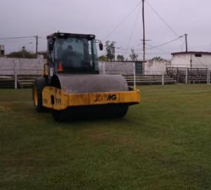 Mantenimiento de la cancha del Estadio Matías Gonzáles