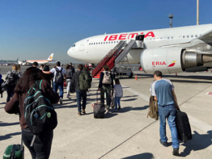 Españoles varados en Uruguay ultiman detalles para volar a Madrid